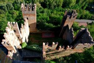 una vista insolita sulle torri della Rocca Viscontea
