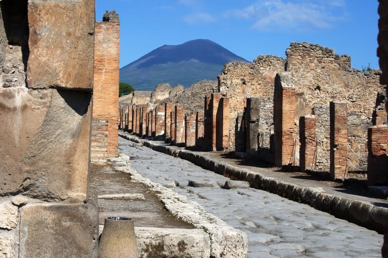 ''Il Vesuvio dietro l'angolo'' - Pompei