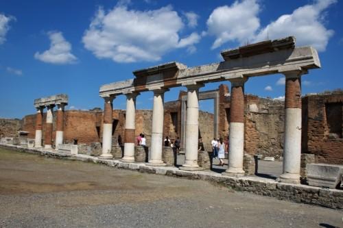 Pompei - Colonne del Foro