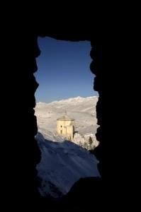 Santa Maria della Pieta' dal Castello di Calascio