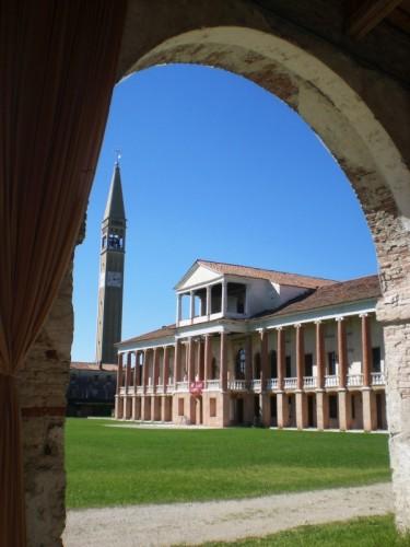 Cartigliano - Sotto il portico ci stiamo in due