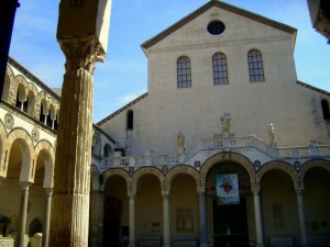 Il Duomo romanico dedicato a San Matteo