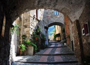 Via  Castello: ultimi scalini al Castello dei Doria
