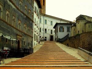 La scalinata che conduce al Duomo