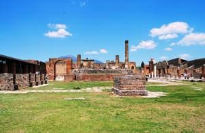 il tempio di Zeus dà le spalle al Vesuvio