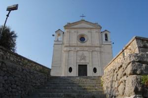 ultimi scalini della scalinata che porta al santuario Madonna delle Grazie