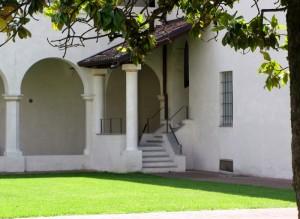 Nel cortile dell'ex convento