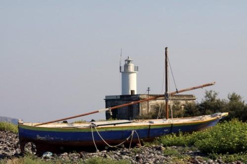 Santa Marina Salina - Speriamo non sia stato un naufragio........