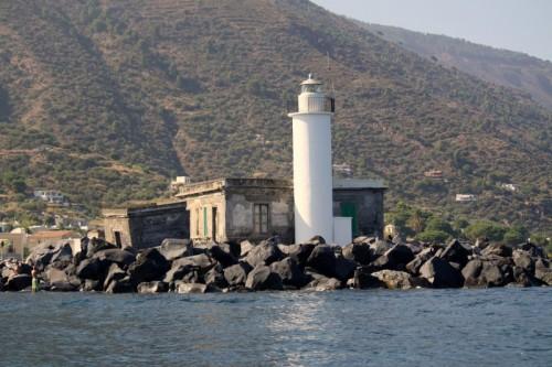Santa Marina Salina - Chissà se sta fotografando per il concorso ?