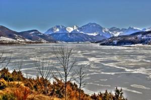Lago ghiacciato di  Campotosto