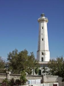 vedo il faro di Torre Canne dal paesino