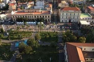 I giardini di Piazza Bartolo Longo e il Municipio