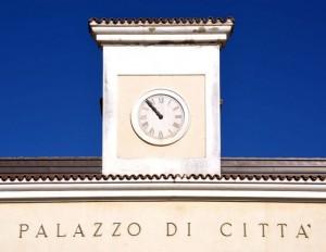 L'orologio del municipio di San Giovanni Rotondo (FG) segna le ore 10:53!
