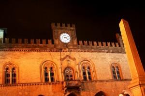 Palazzo del comune nella notte