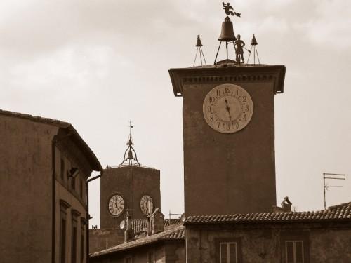 Orvieto - Torri ed orologi.. potere d'altri tempi