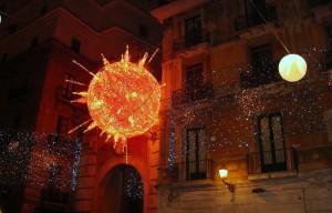 Il sole  a piazza Flavio Gioia. Luminarie natalizie 2010-  Salerno.