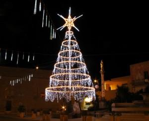 piazza fontana in aria natalizia