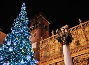 L'albero Natalizio di Piazza delle Erbe