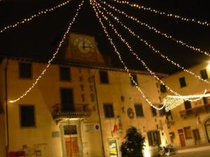 Piazza Matteotti col Municipio di Campi in festa