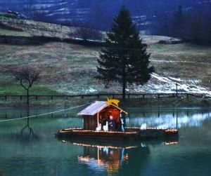 Il piccolo Presepe sul lago