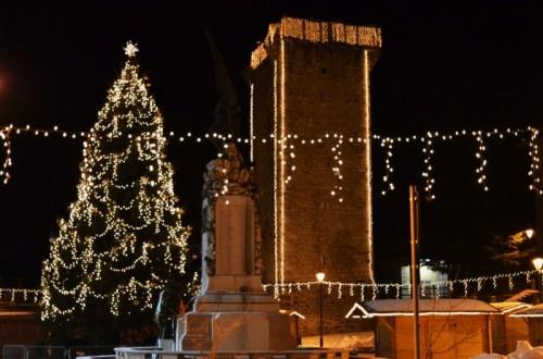Enego - L'albero Natalizio e la Torre Scaligera