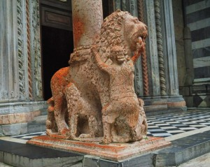 Nella bocca del leone rosso
