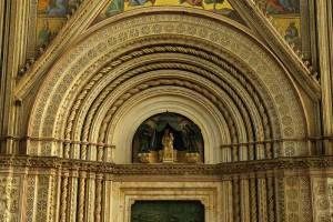 Particolare alto del portale del Duomo di Orvieto