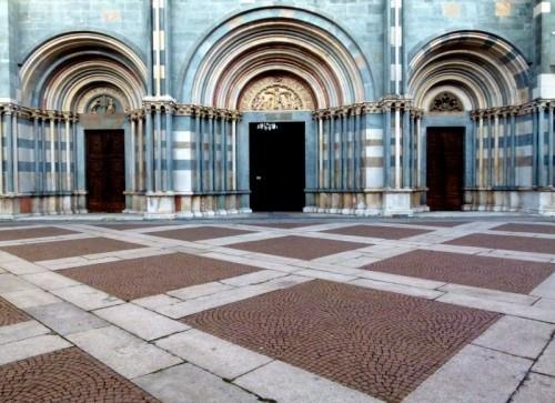 Vercelli - L'accesso alla Basilica....