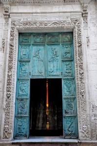 Il portone della Chiesa del Purgatorio