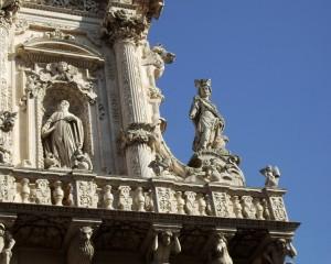 La statua della Fortezza e di San Benedetto