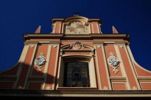 Parte superiore della facciata della Chiesa di Santa Teresa a Chiaia