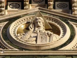 Dall'alto della facciata La Benedizione