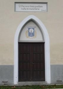 Angrogna, frazione Serre, il portale del tempio Valdese