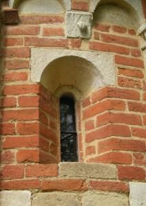 Settime, chiesetta romanica di San Nicolao, finestra
