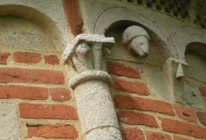Settime, capitello della colonnina della chiesetta romanica di San Nicolao