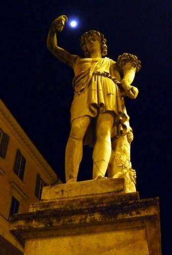 Roma - Una spolverata alla luna
