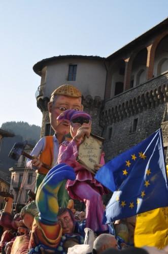 Castelnuovo di Garfagnana - carnevale sotto la rocca