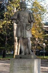 Statua di Ludovico Ariosto