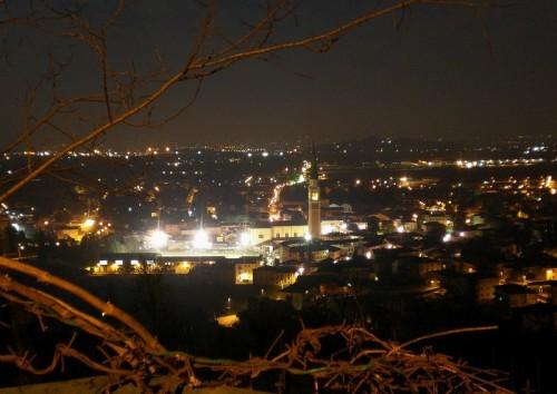 Breganze - Vista notturna dal colle Santa Lucia
