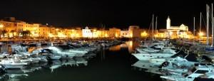 Panorama portuale serale della bellissima Trani