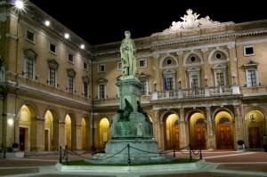 Piazza e Statua G.Leopardi
