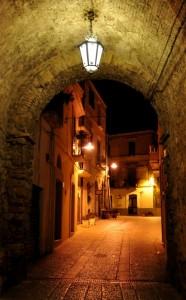 Un lampione vi dà il benvenuto nell'antica Termoli
