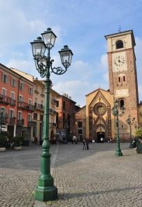 Chivasso: lampione e il Duomo