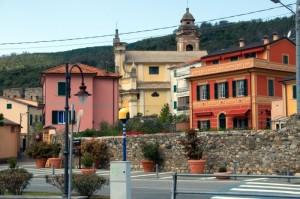 Sullo sfondo la chiesa di Sant'Antonio