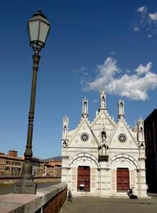 La Chiesa, la nuvola e il….lampione!!!