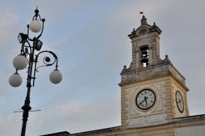 lampione e torre dell'orologio