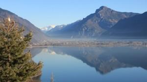 Il Bondone si specchia nel lago d'Idro