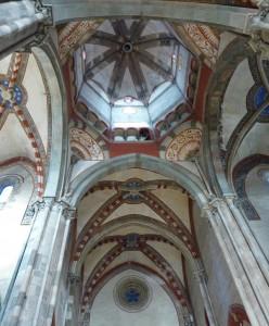 Archi nella navata centrale della Basilica di Sant'Andrea