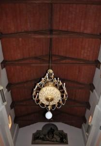 Capriate e lampadario per San Rocco