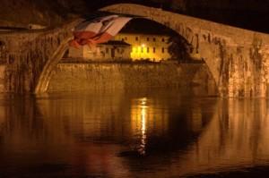 sul ponte sventola il tricolore